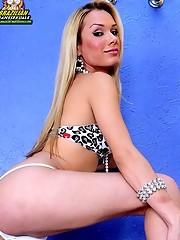 Horny blonde tranny!