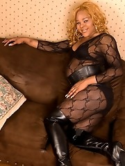 Ebony sweetie Hollie Hunter stripping and posing