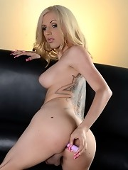 Blonde sweetie Juliette toying her tight asshole