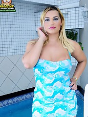 Curvy blonde shemale babe