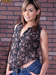Yazlene Reyes is a beautiful young shemale who's got a fantastic body. Yazlene is horny as hell and likes being in control.