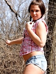 Countryside teenage tgirl posing outdoors